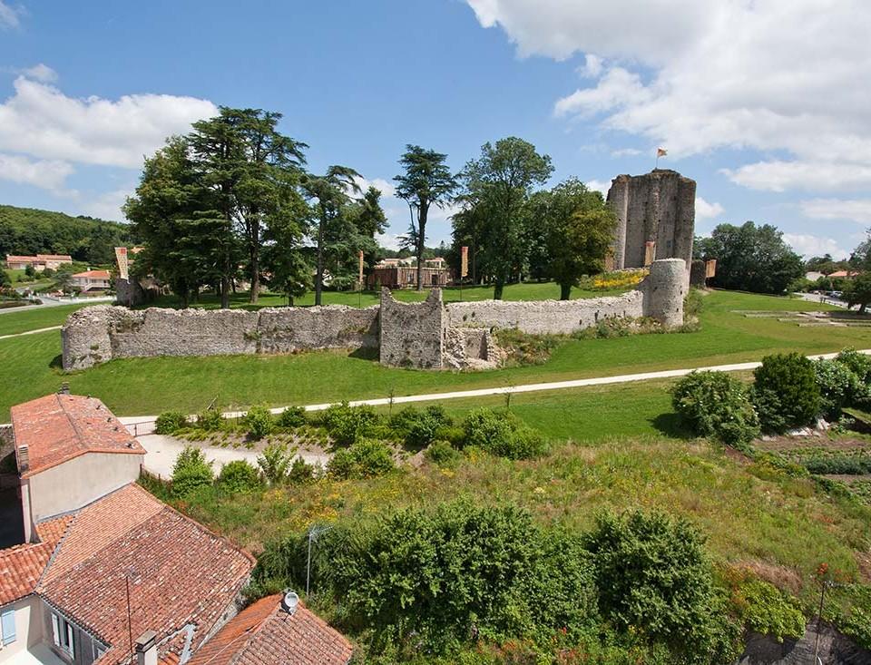 Pouzauges-vieux-chateau