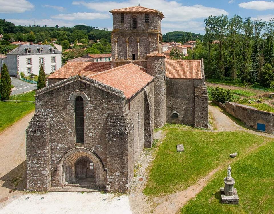 prise-de-vue-drone-eglise-vieux-bourg-1