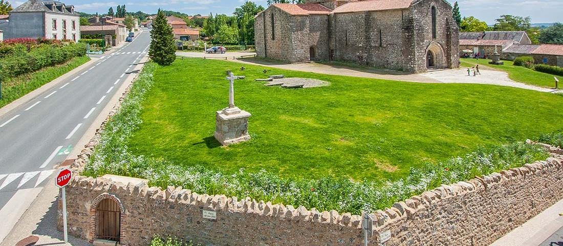 prise-de-vue-drone-eglise-vieux-bourg-2