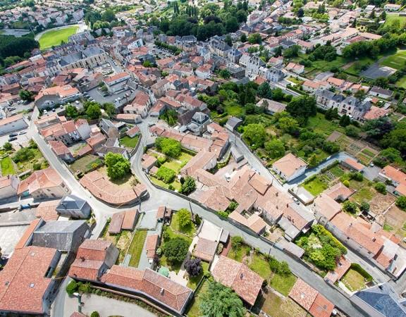 prise-de-vue-drone-pouzauges-centre-ville-1
