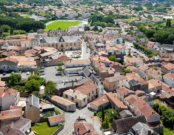 prise-de-vue-drone-pouzauges-centre-ville-2