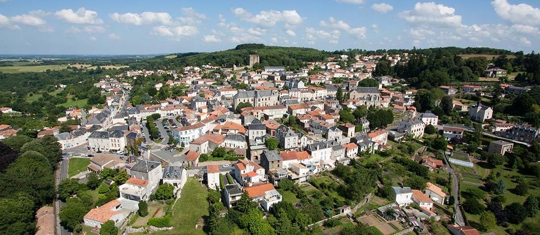 prise-de-vue-drone-pouzauges-centre-ville-3