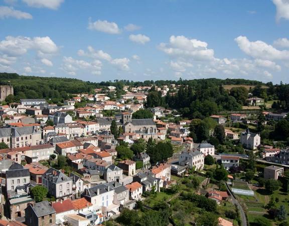 prise-de-vue-drone-pouzauges-centre-ville-5