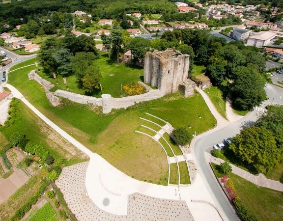 prise-de-vue-drone-pouzauges-chateau-1