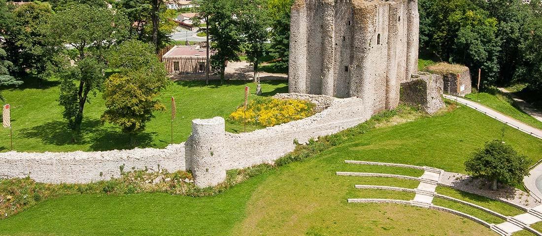 prise-de-vue-drone-pouzauges-chateau-3