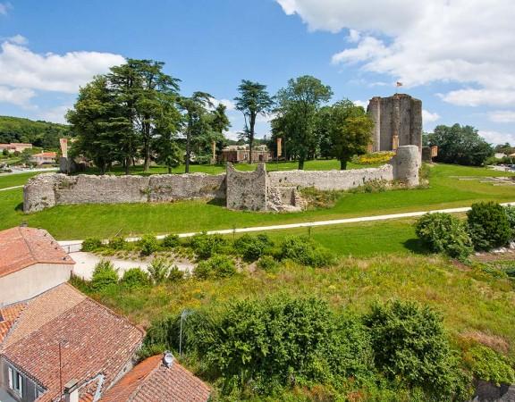 prise-de-vue-drone-pouzauges-chateau-4
